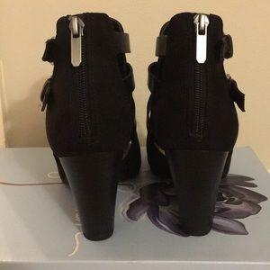 libby. edelman Shoes - Black Wedges
